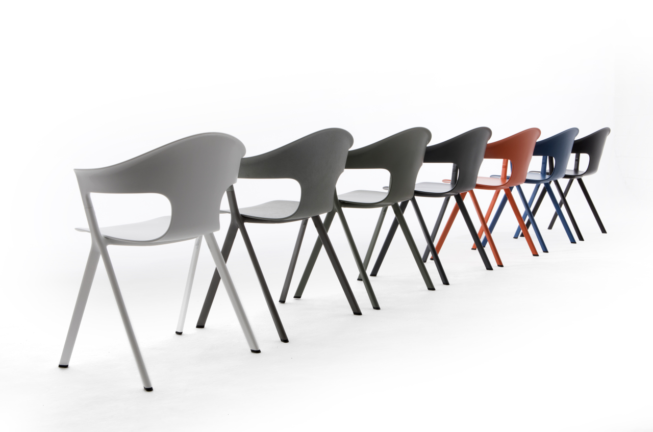 """Designed by Benjamin Hubert, """"AXYL chair"""" is produced with a recycled aluminium frame (LAYER)"""