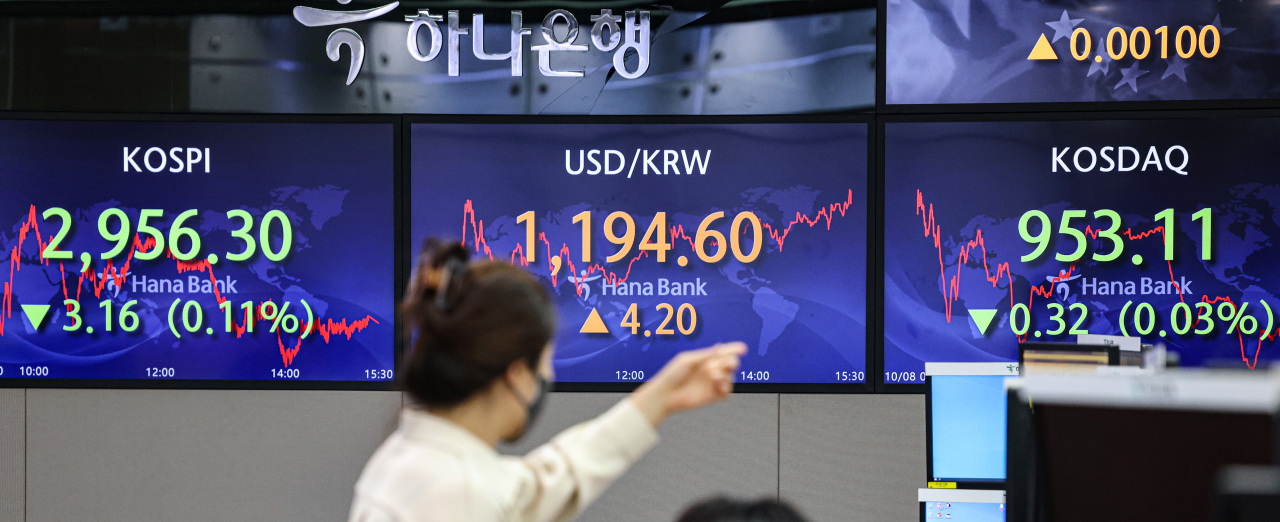 Electronic signboards at a Hana Bank dealing room in Seoul show the benchmark Korea Composite Stock Price Index (Kospi) closed at 2,956.3 on Friday, down 3.16 points or 0.11 percent from the previous session's close. (Yonhap)