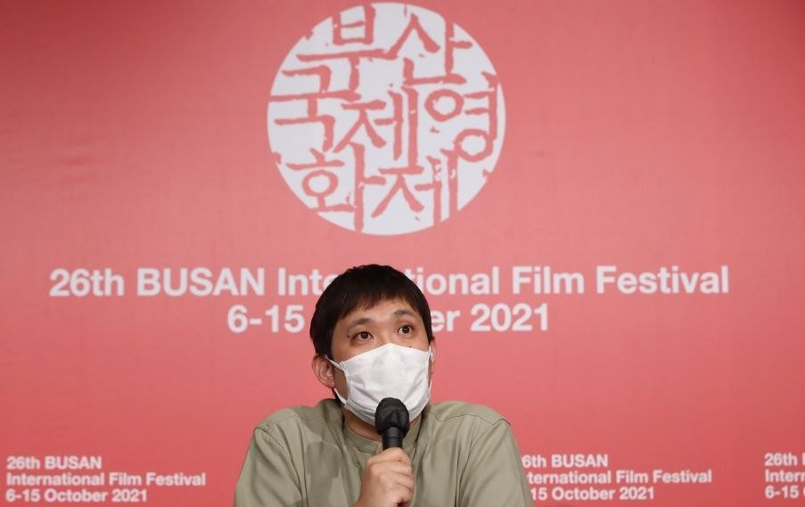 Japanese director Ryusuke Hamaguchi speaks during a press conference at the 26th Busan International Film Festival in the southern port city of Busan on Oct. 8, 2021. (Yonhap)