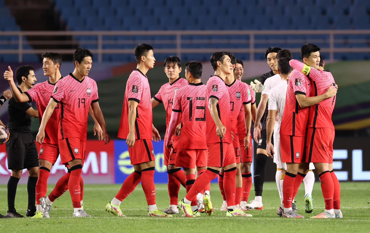 South Korean players celebrate their 2-1 victory over Syria in the teams' Group A match in the final Asian qualifying round for the 2022 FIFA World Cup at Ansan Wa Stadium in Ansan, Gyeonggi Province, last Thursday. (Yonhap)