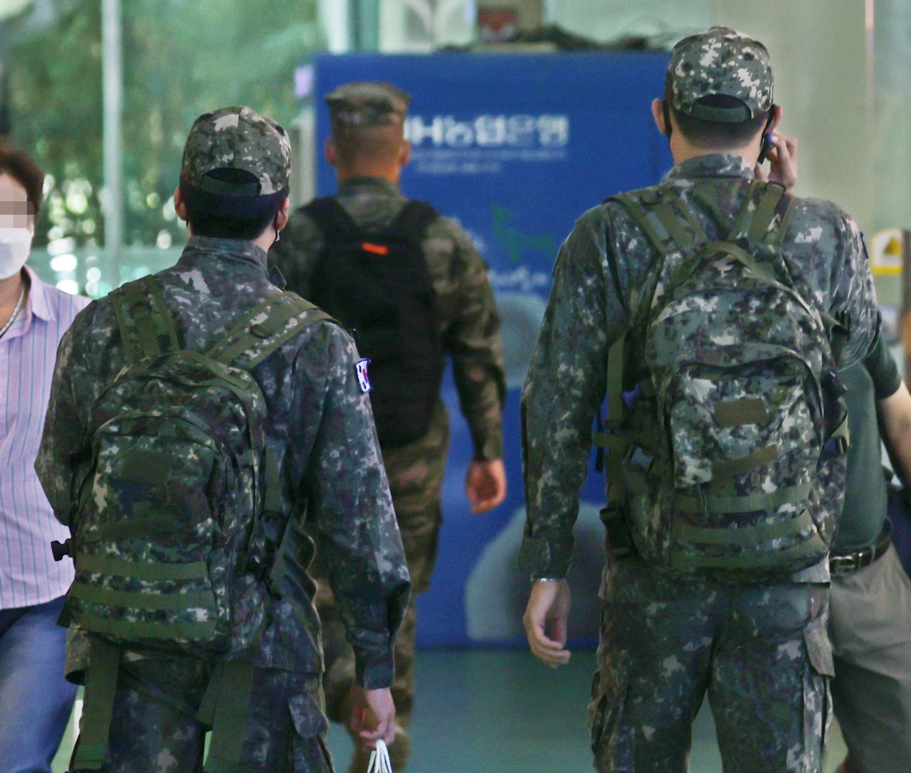 This file photo, taken last Sunday, shows service members at a bus terminal in Seoul. (Yonhap)