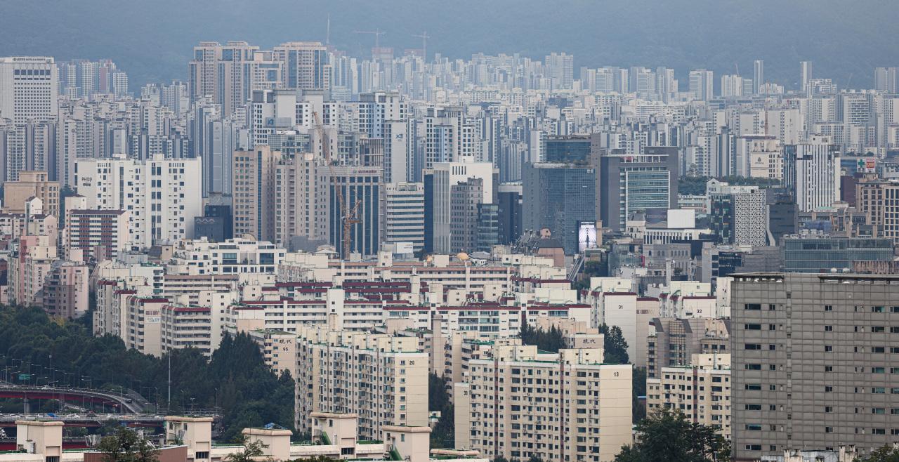 View of the posh Gangnam-gu and Songpa-gu from Namsan, Seoul. (Yonhap)