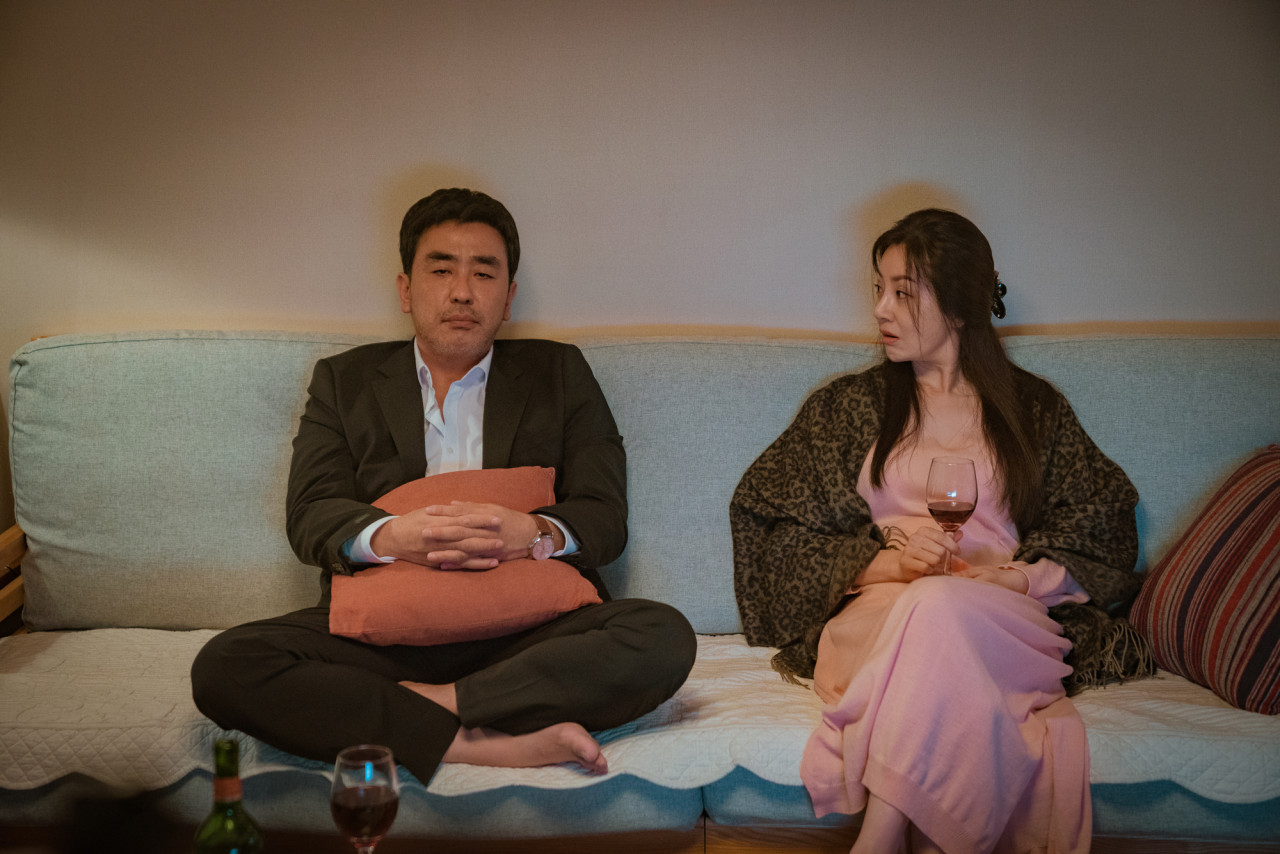 """Ryu Seung-ryong and Oh Na-ra play a divorced couple in """"Perhaps Love."""" (New)"""