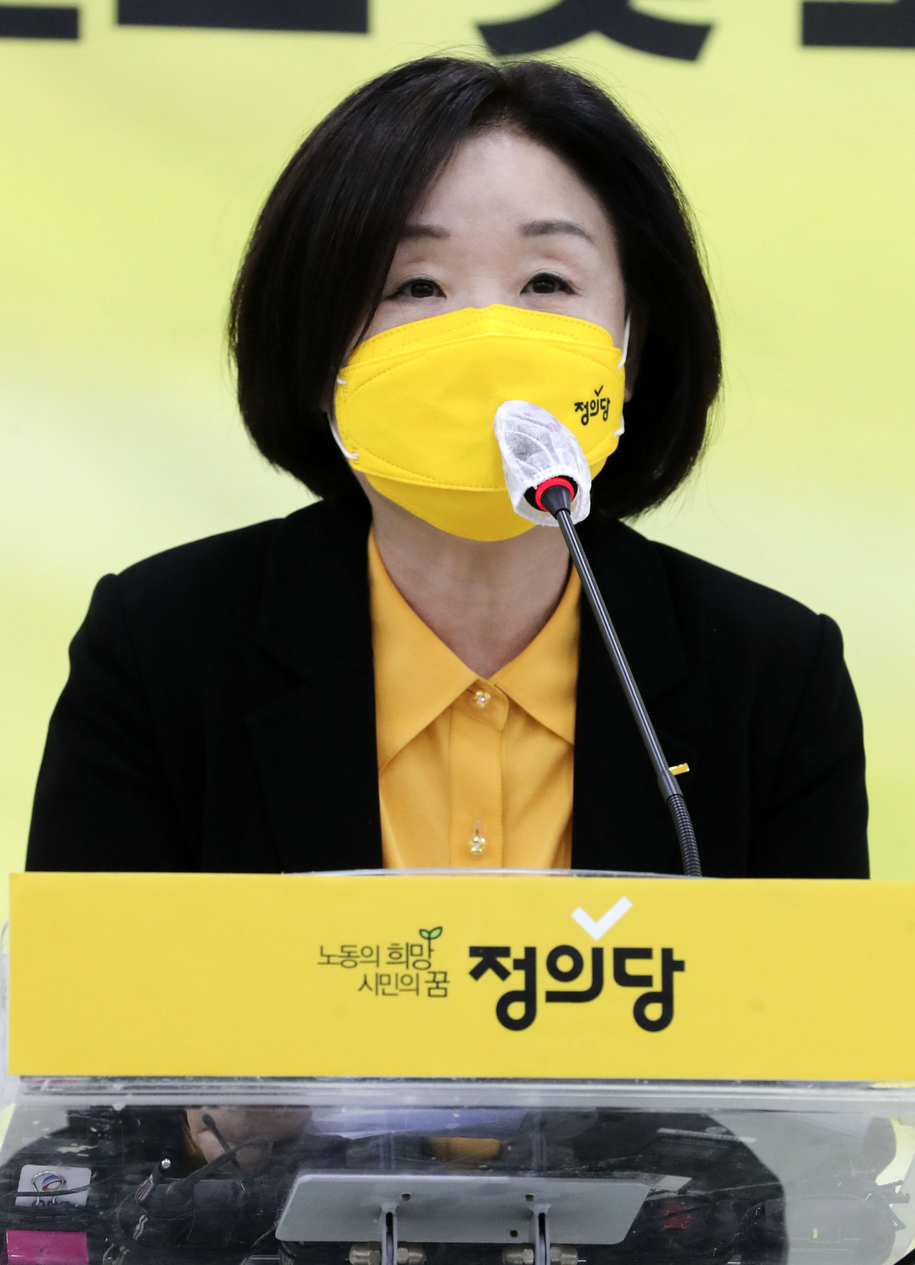 Rep. Sim Sang-jeung of the Justice Party speaks after being named one of the two candidates in the party's primaries on Oct. 6. (Yonhap)