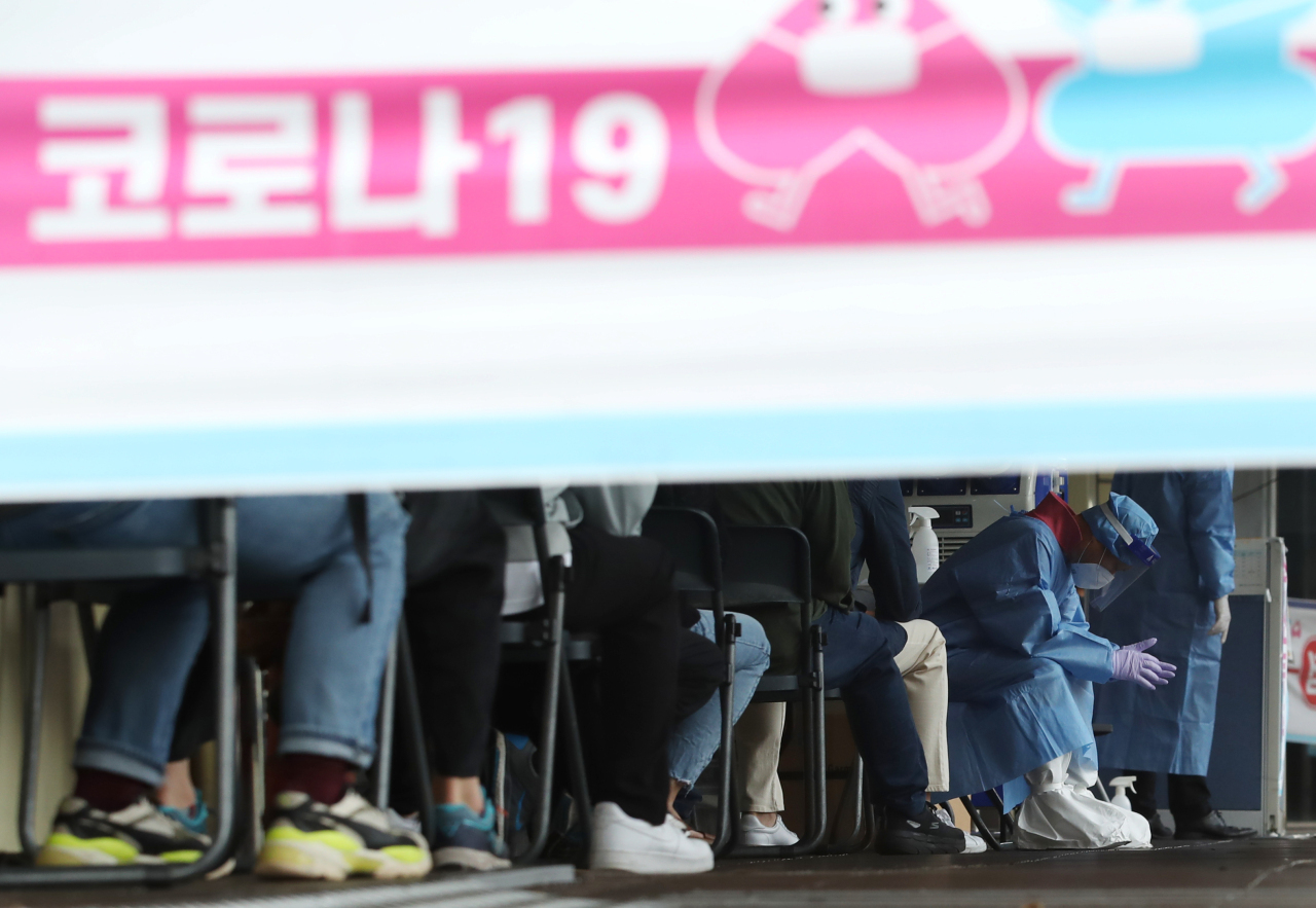 As of Monday at midnight, the number of new confirmed cases increased by 1,347, resulting in a cumulative total of 334,163. (Yonhap)