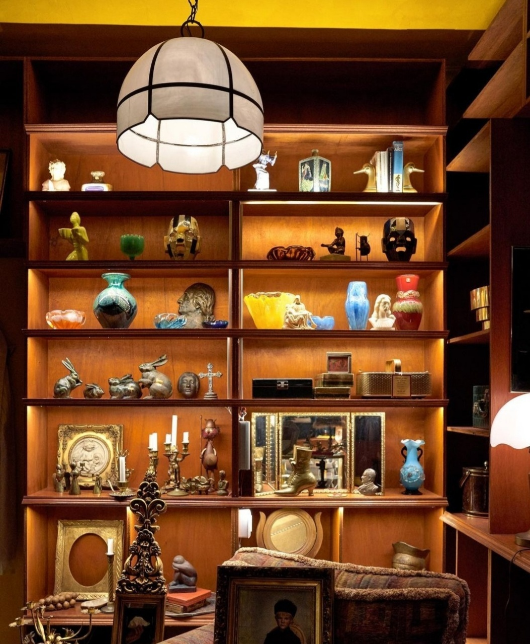 Antiques collected by Kim Ji-yeon on her travels abroad are up for sale at Ace Four House in Euljiro, Seoul. (Ace Four House Instagram)