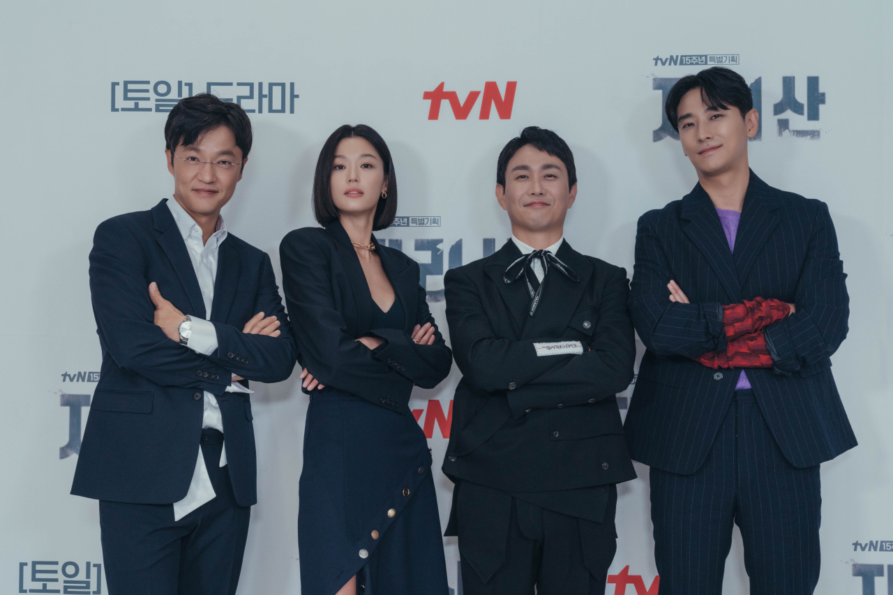 From left: Actors Cho Han-cheul, Jun Ji-hyun, Oh Jung-se and Ju Ji-hoon pose for photos after an online press conference Wednesday. (tvN)