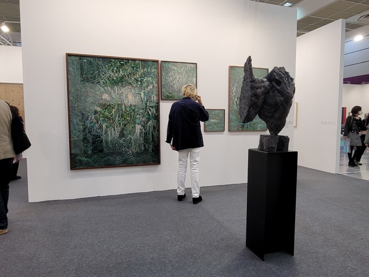 A visitor takes a look at artworks at the Arario Gallery booth. (Park Yuna/The Korea Herald)