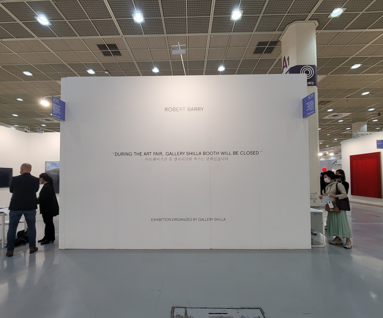 """An empty Gallery Shilla booth with a sign that reads, """"During the art fair, Gallery Shilla booth will be closed."""" (Park Yuna/The Korea Herald)"""