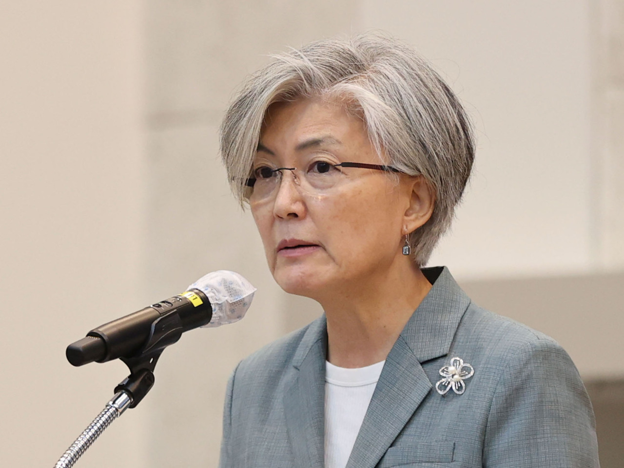 Former Foreign Minister Kang Kyung-wha, now a distinguished professor emeritus at Ewha Womans University, gives a special lecture at the university in September. (Yonhap)