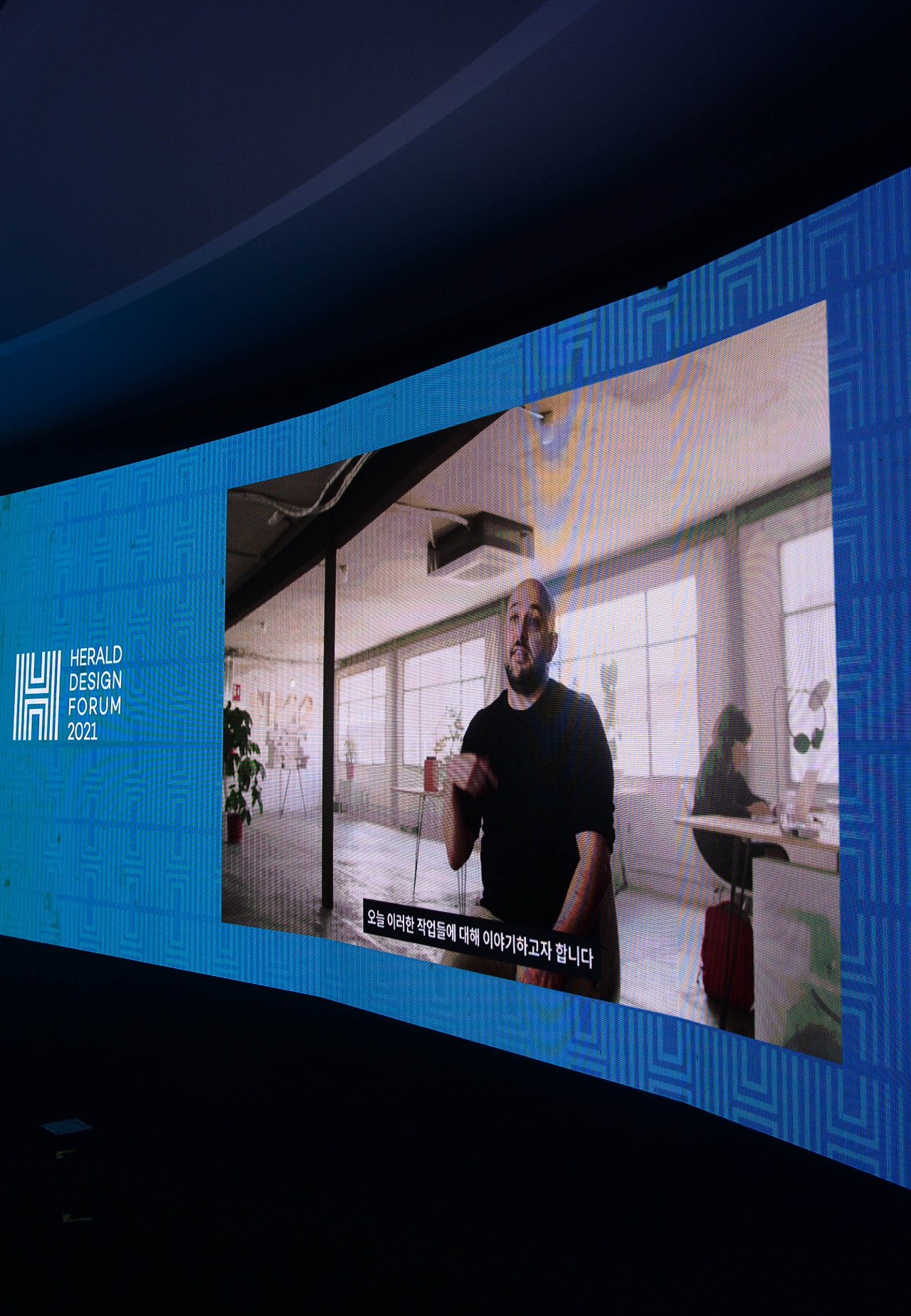 Point of Reference Studio founder and creative director Jeffrey Ludlow gives online lecture at the Herald Design Forum on Thursday. (Lee Sang-sub/The Korea Herald)