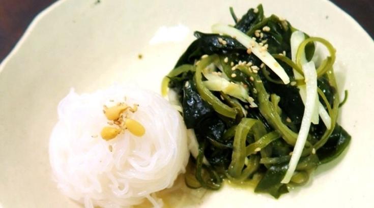 [혼밥남녀 푸드톡!]<25>싱싱ㆍ새콤함 살리고 느끼함만 쏙 뺐다…'미역초 곤약면 샐러드'