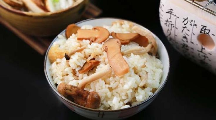 지금이 제철인 '송이버섯', 솥밥으로 먹으려면?