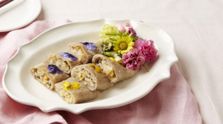 봄에 어울리는 '식용꽃메밀전병'