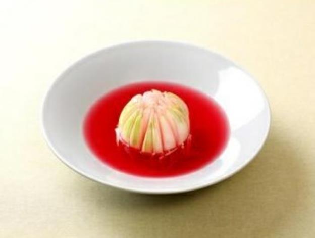제철 양파로 만든 김치와 덮밥