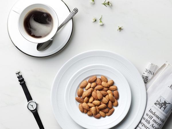 한국인 절반이 일주일에 한번 이상 먹는다는 견과류는?