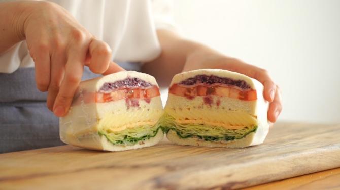 기다리던 호주망고의 귀환 '애플망고 레인보우 샌드위치'