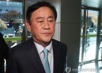 친박 최경환, 홍준표로부터 받은 '바퀴벌레' ..