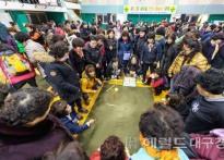 """""""윷이요""""… 울릉섬마을 주민 화..."""