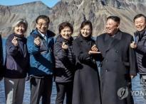 원조 논쟁까지 났던 손가락 하트, 김정은까지..