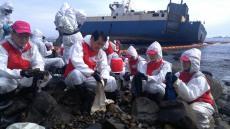 부산銀, 영도 해안가 좌초 화물선 유출 기름제거 활동 참여