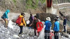 푸른 울릉독도가꾸기회 일본쓰레기 수거하며 '독도는 우리땅'