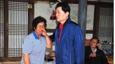 김병원 농협중앙회장, 경주지역 지진피해 농가 찾아 위로