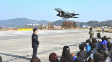 공군작전사령부 영주지역주민 초청 이·착륙 및 재출동 훈련 시범