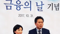 BNK경남은행, 고객 2명 '저축 유공자' 수상