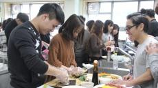 영남이공대, 유학생 대상 한국 음식 만들기 행사 열어