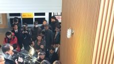 [헤럴드 포토]군의원 제명처리앞둔 예천군의회 뜨거운 취재 열기