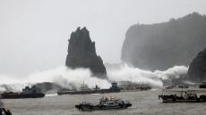 세력 키운 태풍 '크로사' 광복절에 일본 관통한다…日 초비상, 울릉도·독도에 영향