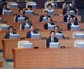 [네티즌의 눈] 문재인 정부 첫 추경안, 국회 본회의 통과는 됐지만…