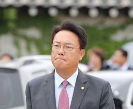 """정진석 """"노무현, 부부싸움 후 자살"""" 주장..어떤 근거로?"""