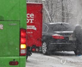 인천공항 여객기 지연에 차 추돌 사고까지? 폭설 여파 보니