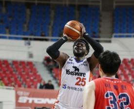 [프로농구] '브라운-셀비 50점 합작' 전자랜드 시즌 20승 달성