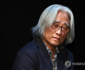 """서울연극협회 """"이윤택 심각한 범죄 행위… 제명 결정"""""""