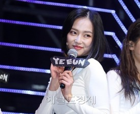 """[현장;뷰] CLC 장예은 """"단발머리 변신, 초등학교 5학년 이후 처음"""""""