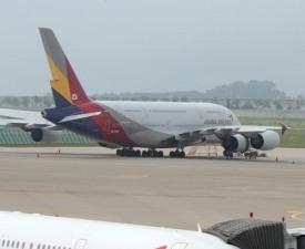 아시아나항공, 인수설에 주가 급등→진정세…최고가 보니
