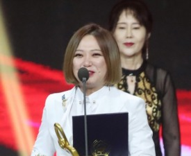 """김숙, 어머니 떠나보내고 훔치는 눈물 """"44년 함께 했던 老母"""""""