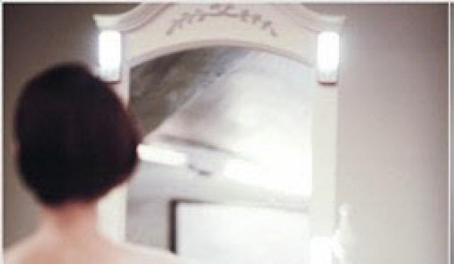 '데이지' 김유리, 아찔 뒤태 드레스 자태…'고운 목소리 같네'