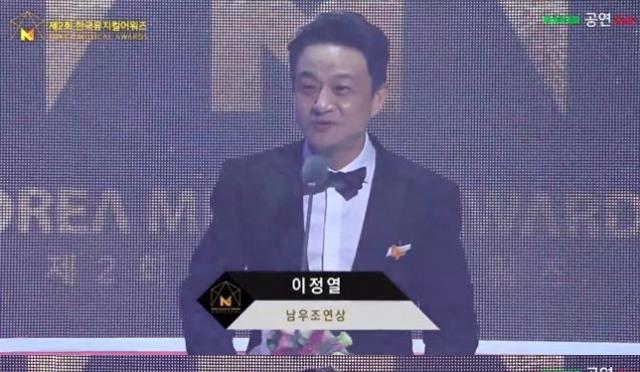 """[한국뮤지컬어워즈] 이정열·신영숙 남녀조연상 수상 """"몸둘 바 모르겠다"""""""