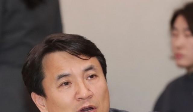 김진태 '뒷북' 의도는