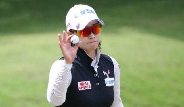 홍란, 브루나이레이디스오픈 2837일만에 우승