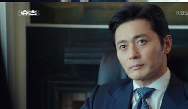 '슈츠' 장동건, 인터뷰 중 얼굴부심…뭐랬기에?