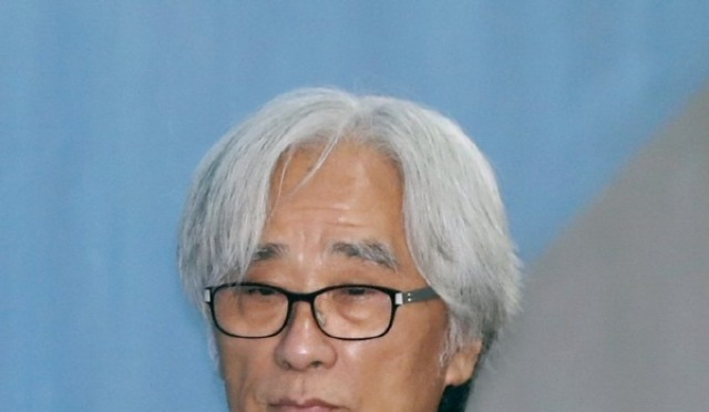 [현장;뷰] '성폭력 혐의' 이윤택 첫 공판, 증인 요청에 비공개 진행