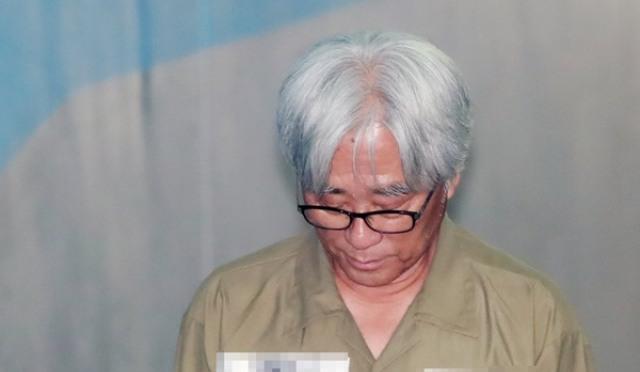 [현장;뷰] '극단원 성폭력 혐의' 이윤택 징역 6년