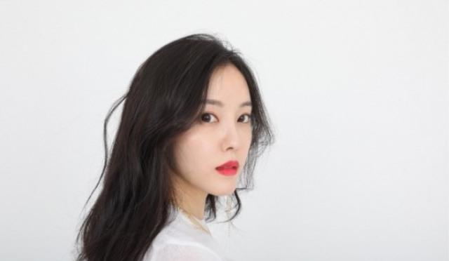 """[인터;뷰] '솔로 컴백' 효민의 눈물 """"10년의 '행운'…이젠 '행복'을 좇고 싶다"""""""