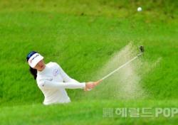 [포토뉴스]윤채영, 벙커샷 연습도 한 번~