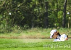 [포토뉴스] 최나연, '강한 임팩트로 벙커 탈출 OK'